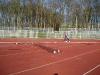 Der leere Zaunbereich. Der Zaun stört auch die Schulgruppen beim Sport-Machen