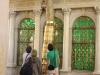 Am Grabmal des Hauptes Johannes des Täufers – Großes Rätselraten um das Material und die Herkunft der, als einstiges Leuchtmittel bezeichneten, röhrenartigen Objekte.