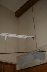 Abblätternder Putz und Risse in den Wänden bezeugen den schlechten Zustand des Hörsaals