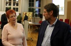 Gerhard Imhorst im Gespräch mit einer Bürgerin