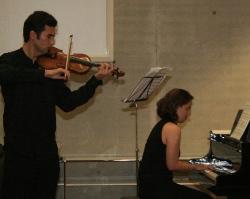 Die beiden Musiker Guzar Enikeeva und Temur Vakhabov