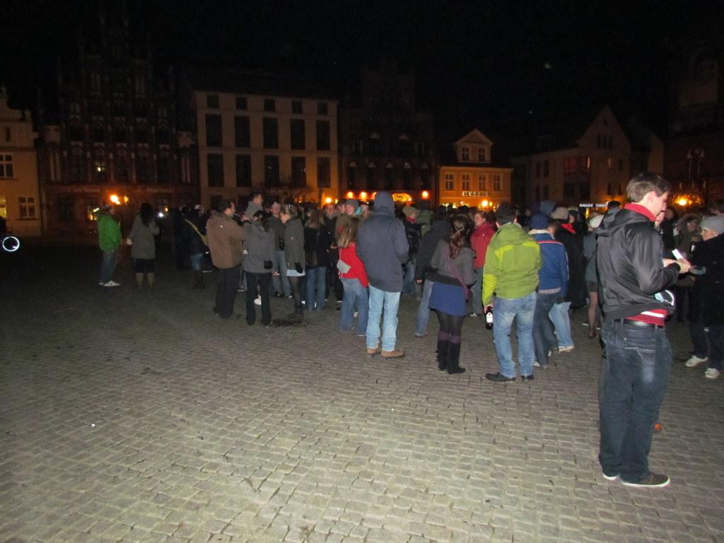 Viele Menschen auf spontanem Flashmob
