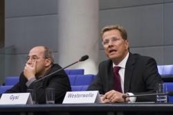 """Guido Westerwelle und Gregor Gysi bei """"Jugend und Parlament 2006"""""""