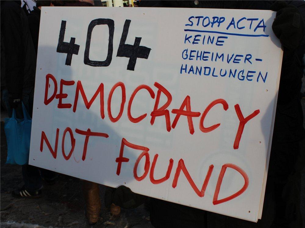 ACTA-Protest zieht hunderte Internetaktivisten auf die Straße