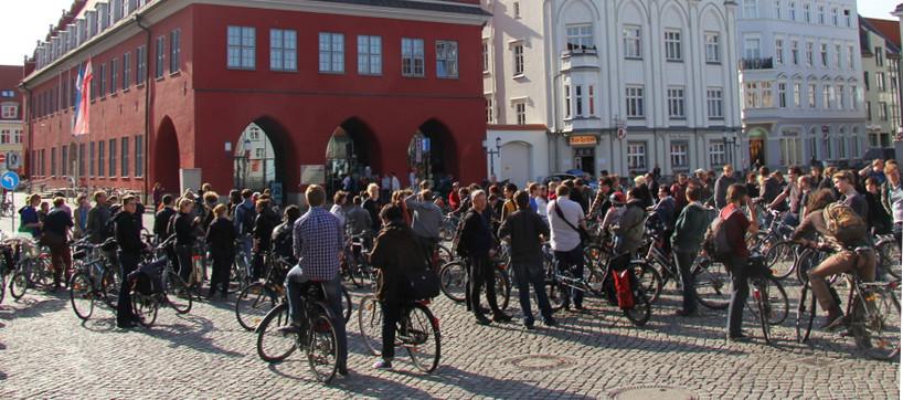Demo gegen die Diagonalquerung am Marktplatz
