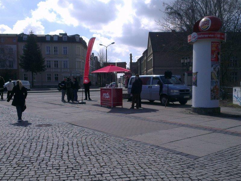 Wieder Proteste gegen NPD-Stand