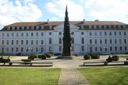 Das Hauptgebäude - der Arbeitsplatz der Rektorin