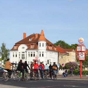 Mehr Platz für Radfahrer auf der Europakreuzung