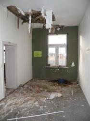 So sieht es fast überall im Gebäude aus: Die Decken sind kaputt