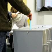 Stimmzetteleinwurf2