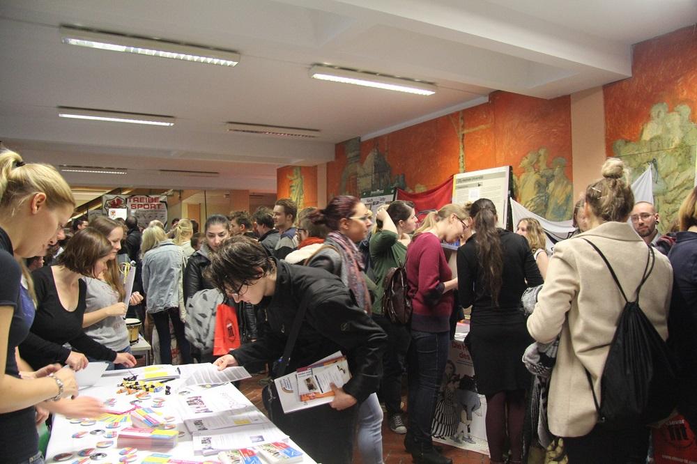 Markt der Möglichkeiten: Über 60 Veranstalter stellen sich vor – Fotogalerie