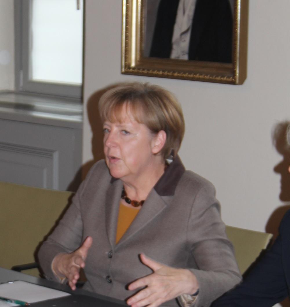Bundeskanzlerin spricht mit Studenten