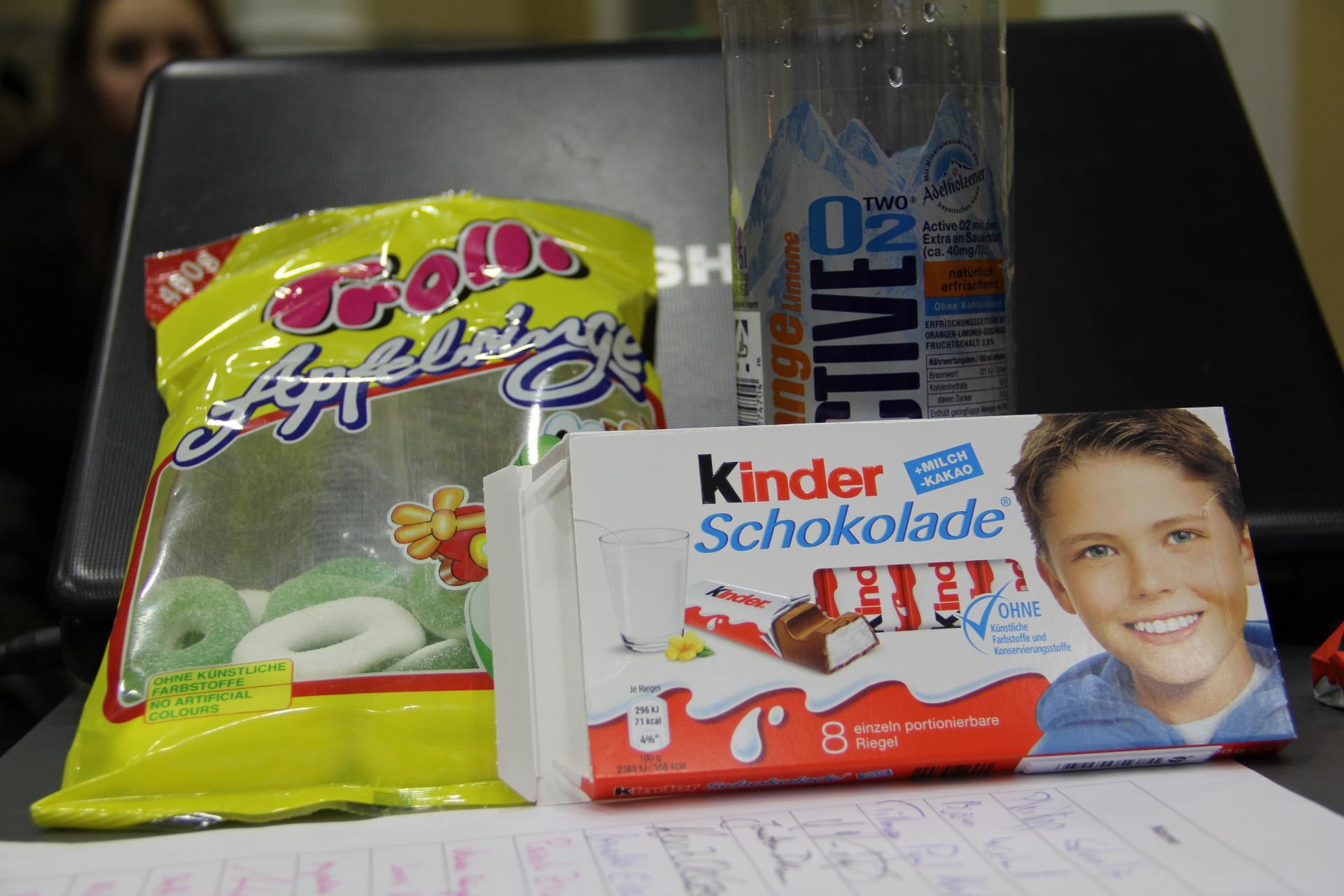 Äpfel, Milch und Sauerstoff (v. links). Unsere heutigen Begleiter.