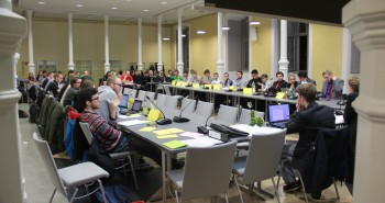 24 anwesende StuPisten begehen die erste Sitzung der neuen Legislatur.