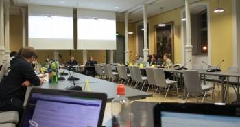 Der Blick auf die leeren Reihen des StuPas vom Tisch der tickernden Redakteure.