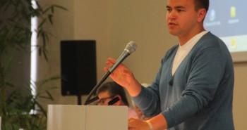 Milos Rodatos erklärt die geplanten Kürzungen an der phil. Fakultät.
