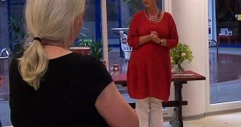 Frau Schwertmann begrüßt ihre Besucher