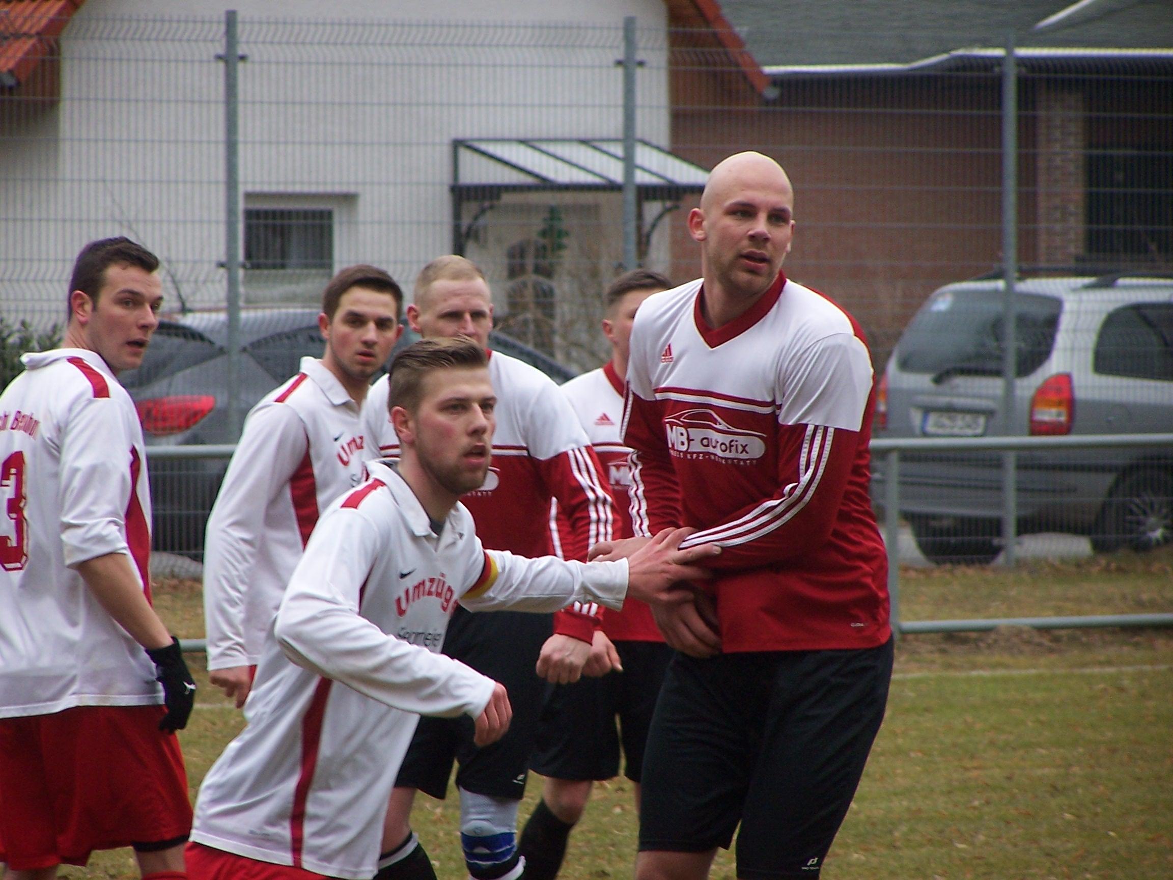 Eine Schwalbe bringt die Vorentscheidung – Behrenhoff verliert das Spiel der Saison