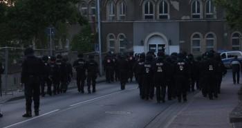 Polizei läuft in die Peenestraße.