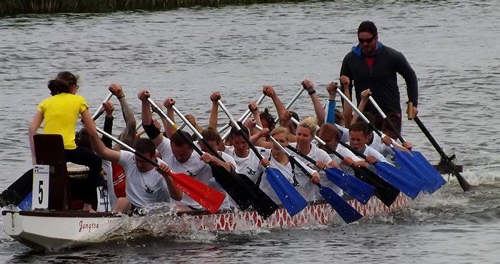 """""""Boddenluder"""" gewinnen das 15. Drachenboot-Fest"""