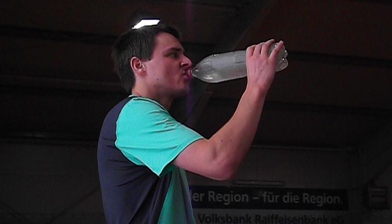 Zielwasser, schnelle Bälle, super Unterhaltung – HSG Uni Tennis im Derby