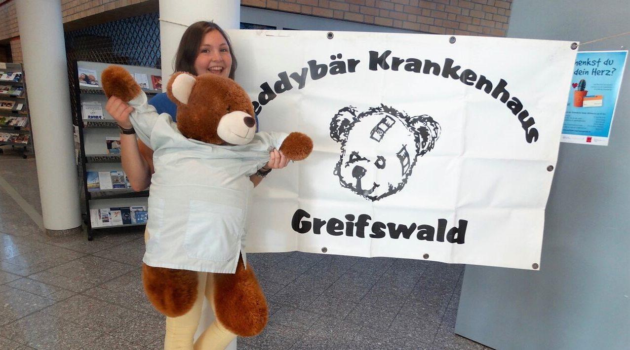 Kleine Wunden, große Hilfsbereitschaft – Das studentische Projekt Teddybärkrankenhaus lädt zur Diagnose ein