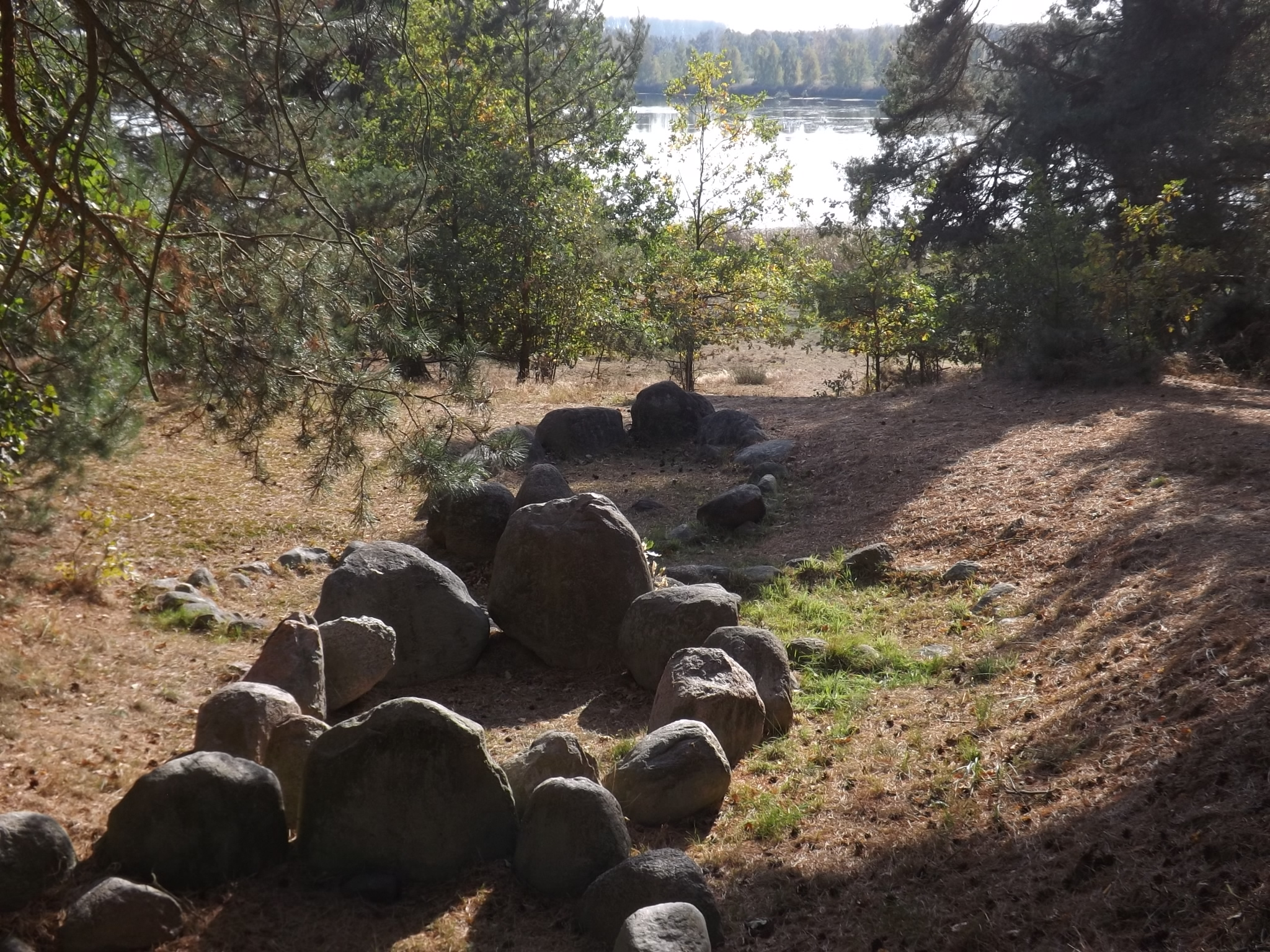 Wikingergrab Menzlin – Platz der Völkerverständigung