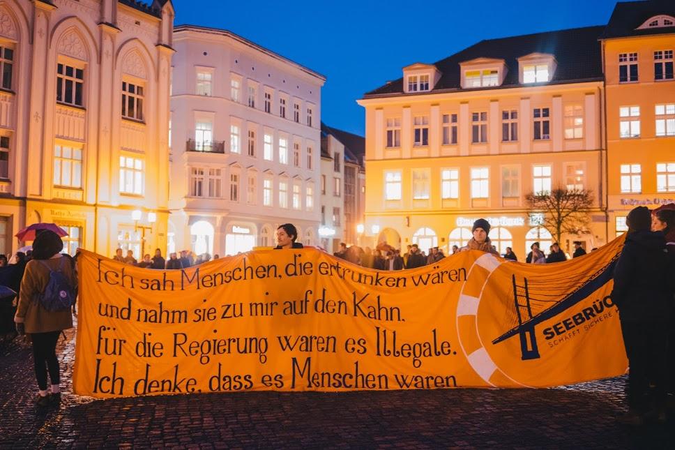 Spontan-Mahnwache in Greifswald für Geflüchtete